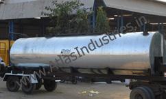 Portable bitumen tank