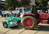 Mechanical road sweeper
